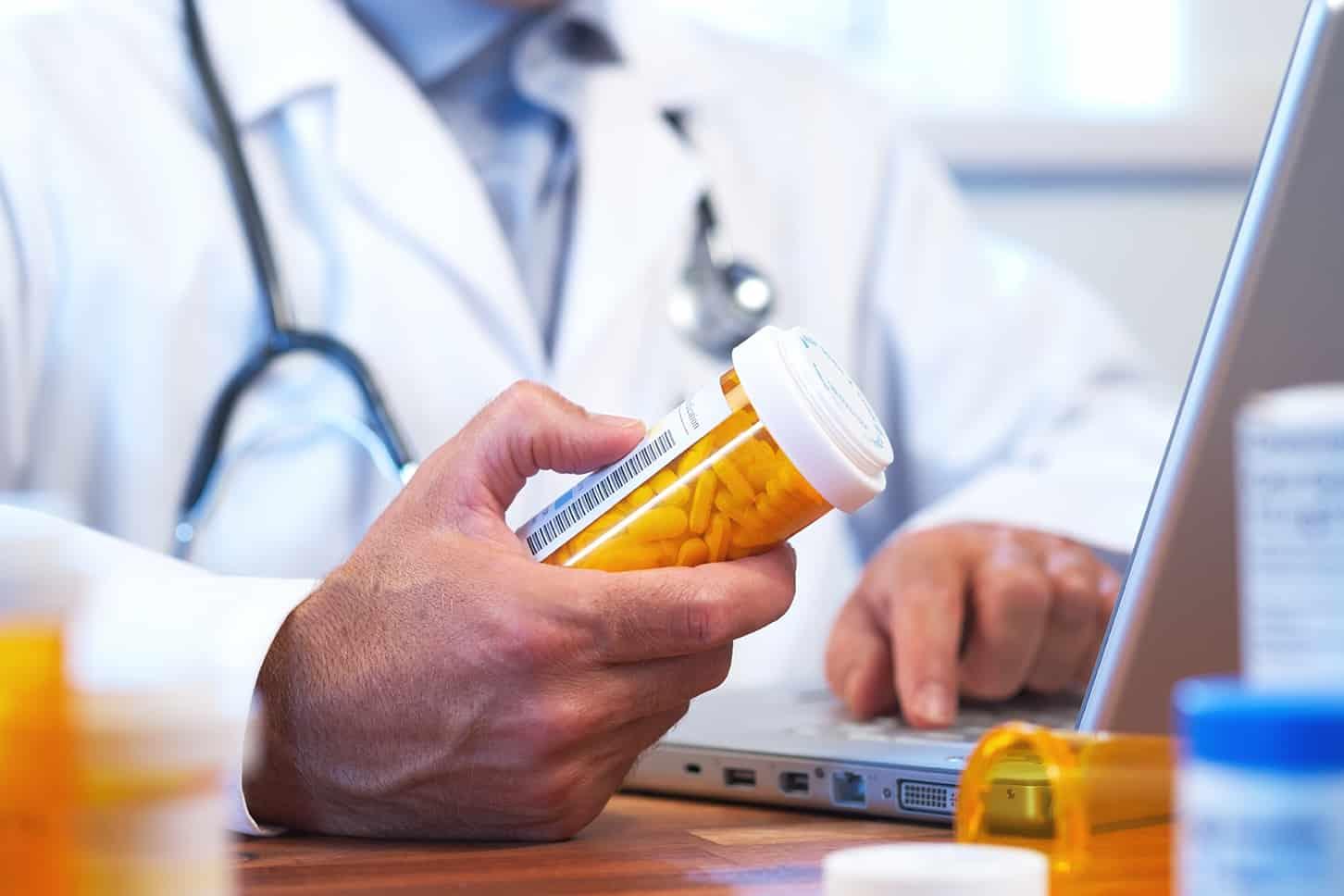 Kháng sinh điều trị nhiễm trùng đường tiết niệu do vi khuẩn